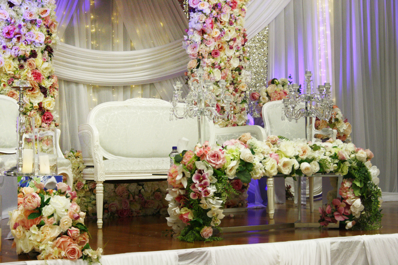Photo 24. &nbsp;<b>Wedding Stage with Floral Frame</b>